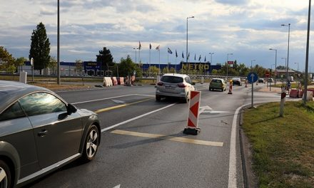Road blocks and traffic restrictions at the M1 exit near Győr