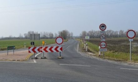 Road blocked between Pápa and Kéttornyúlak